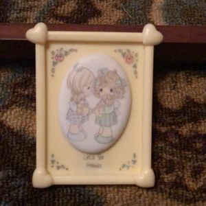 Precious moments picture stand on easel Friends